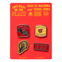 Deus - Souvenir Pin Set
